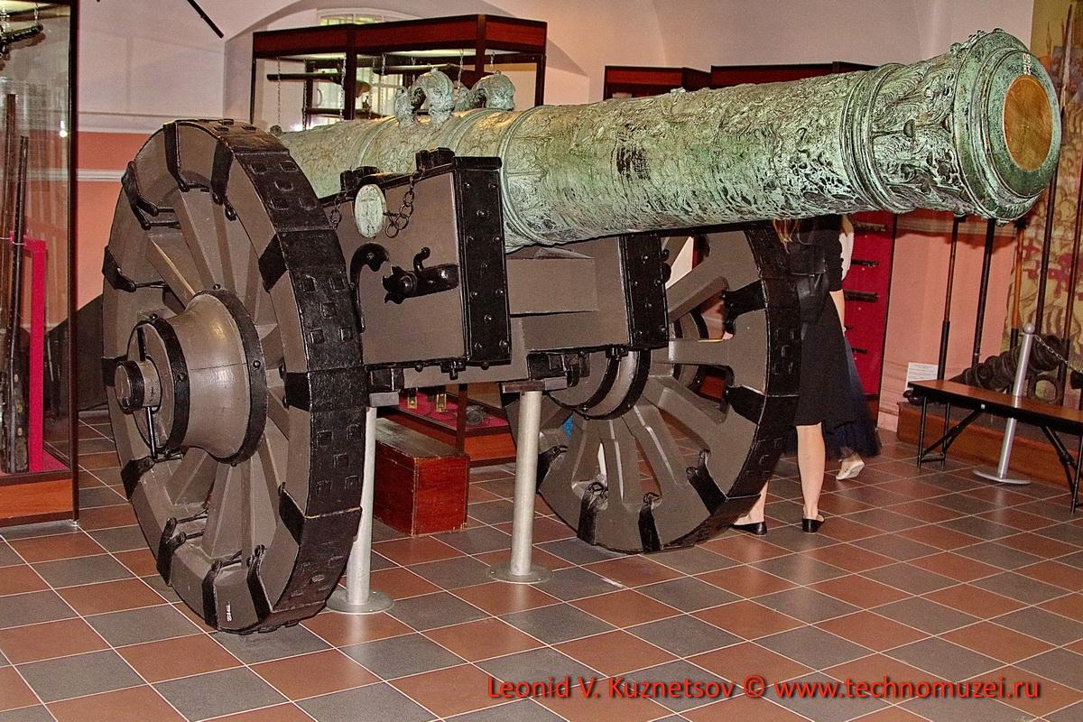 Бронзовая пушка 1669 года мастера Альберта Бенинка в Артиллерийском музее