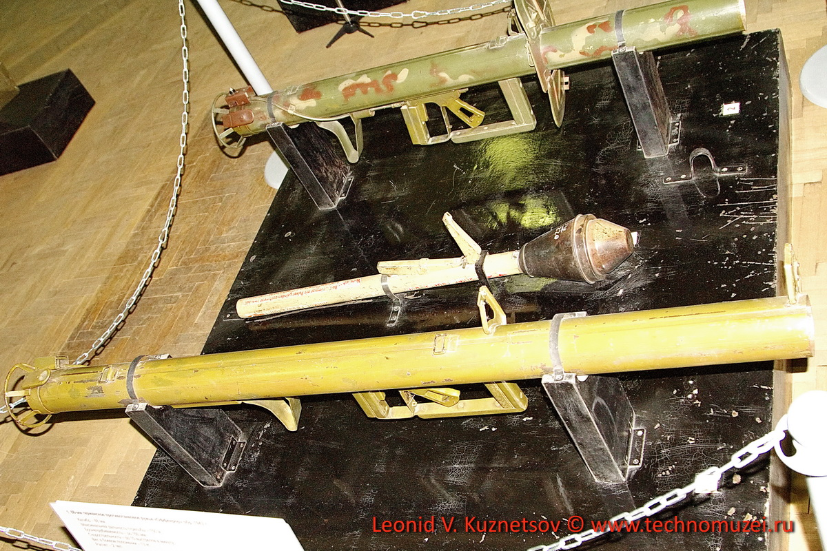 Немецкие противотанковые ружья Offenrohr и Panzerschreck и гранатомет Panzerfaust в Артиллерийском музее