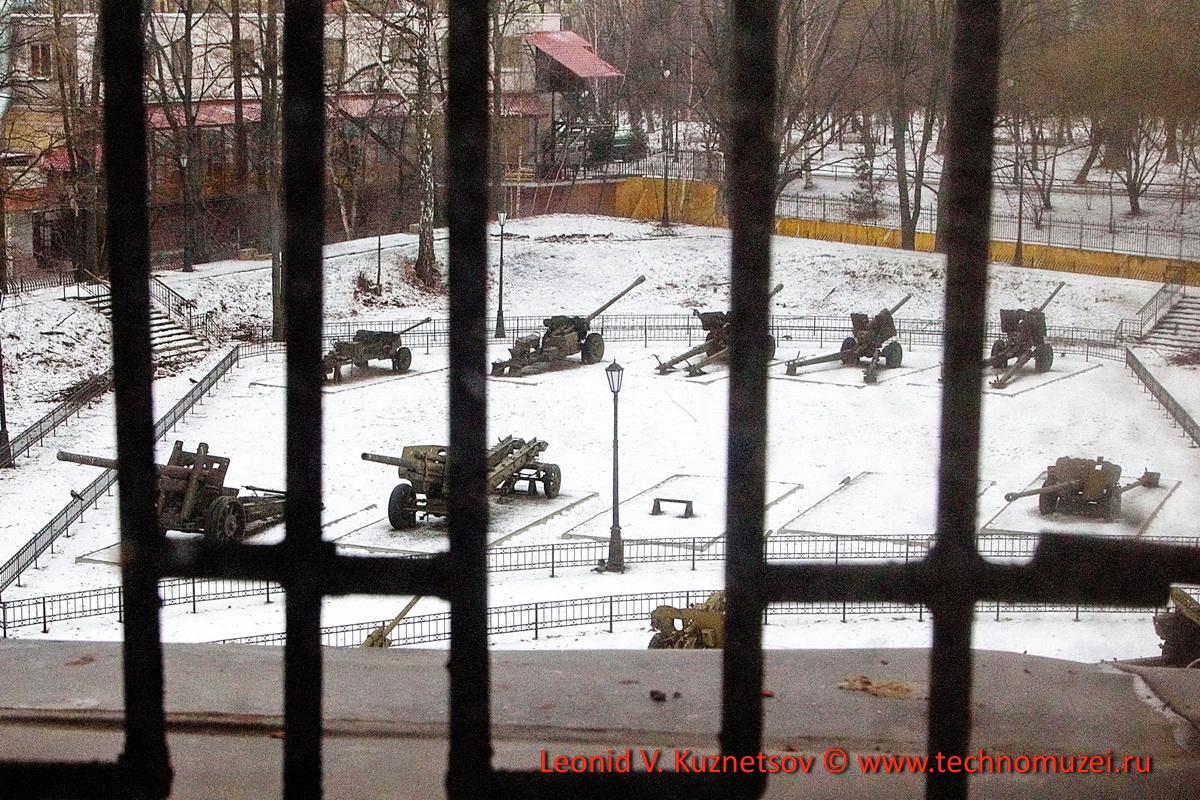 Артиллерийский музей закрытая экспозиция на заднем дворе Кронверка
