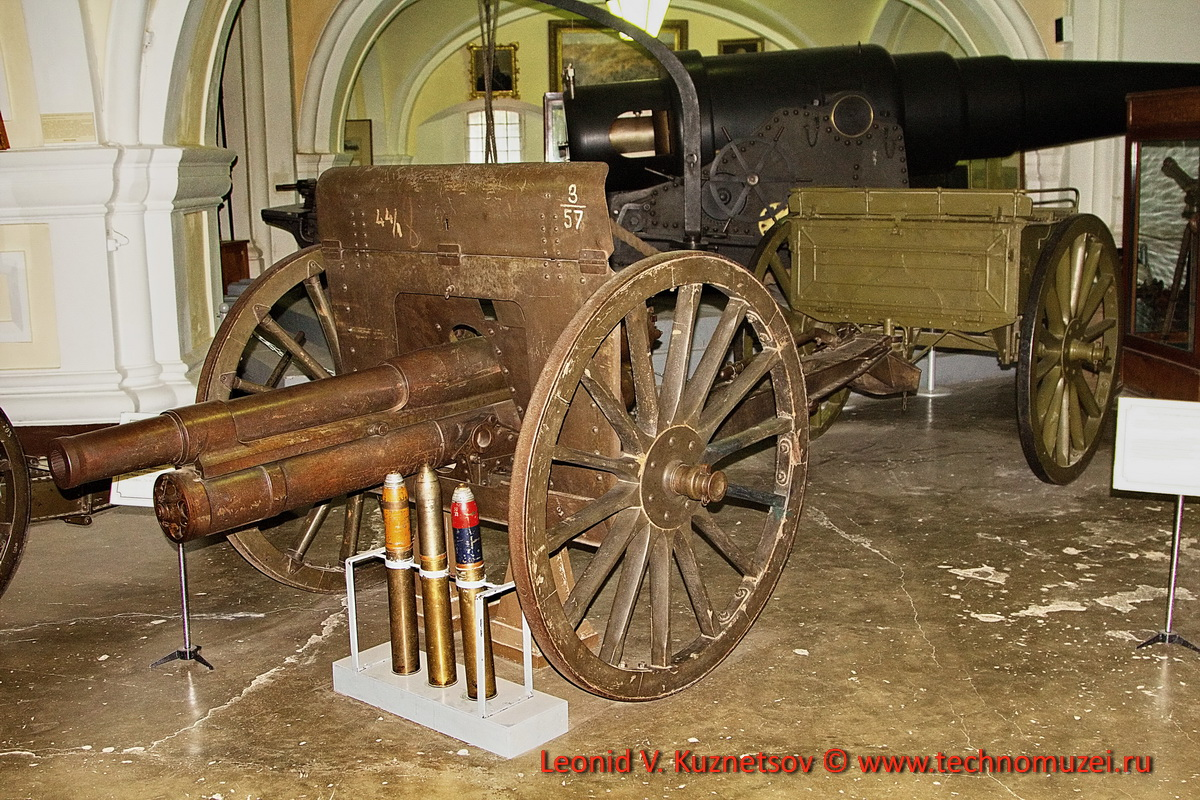 Пушка трехдюймовка с передком и противоосколочным щитом образца 1906 года в Артиллерийском музее