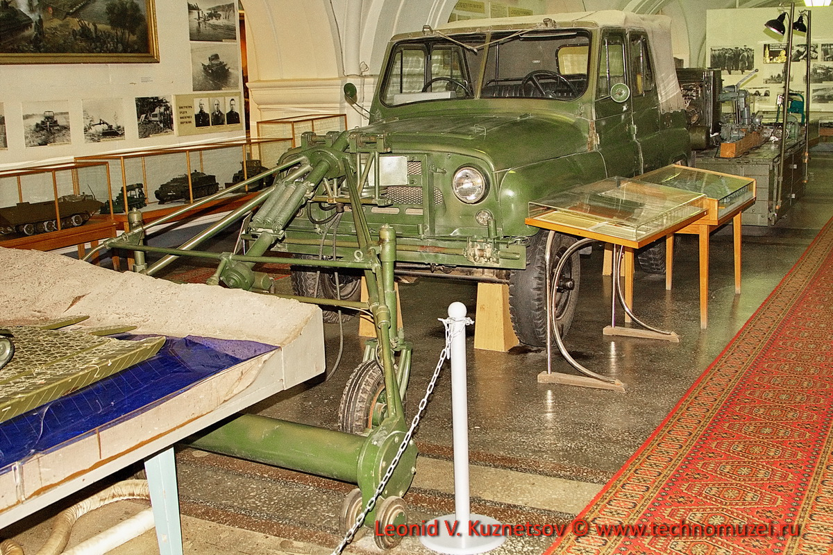 Индукционный миноискатель ДИМ на автомобиле УАЗ-469 в Артиллерийском музее