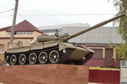 Памятник танку Т-62М у станции Кубинка