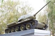 Мемориал освободителям Болхова памятник танк Т-34-85