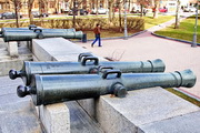 """Трофейные пушки армии Наполеона у музея """"Бородинская панорама"""""""
