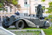 Памятник автомобилю Мастера и Маргариты в Москве