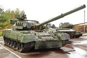 танк Т-80УД в парке Победы в Костроме