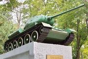 Памятник танк Т-34-85 у танкового училища в Орле