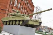 Памятник танк Т-80БВ в Санкт-Петербурге