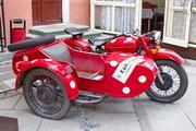 """мотоцикл М-66 """"Урал"""" у кафе """"Квартирка"""" в Санкт-Петербурге"""