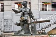 Памятник бомбардиру Василию Корчмину в Санкт-Петербурге