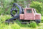 трелевочный трактор ЛТ-154А на выставке в городском парке Шарьи