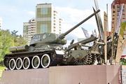 Памятник танк Т-34-85 с минным тралом в Нахабино