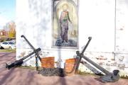 Адмиралтейские якоря у памятника Федору Ушакову в Ярославле