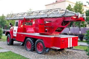 Пожарная лестница АЛ-30(131) в музее пожарной техники в Иваново