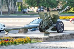 Пушка ЗиС-3 на выставке военной техники в парке 35-летия Победы в Кинешме
