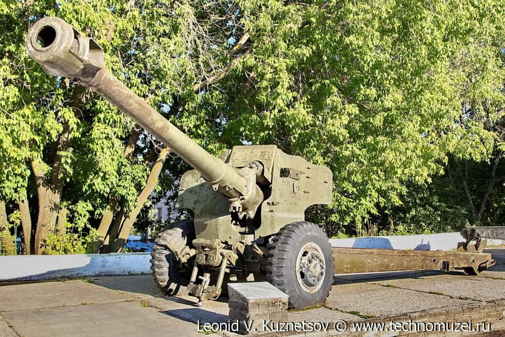 Пушка Д-20 на выставке военной техники в парке 35-летия Победы в Кинешме
