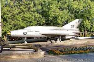 Истребитель МиГ-21 на выставке военной техники в парке 35-летия Победы в Кинешме