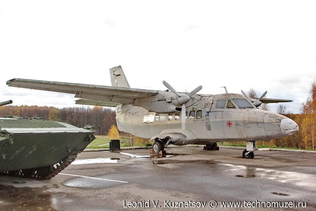 Самолет Let L-4210 Turbolet в Парке Победы в Костроме