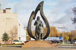 """Памятник """"Труженикам тыла"""" в Костроме"""