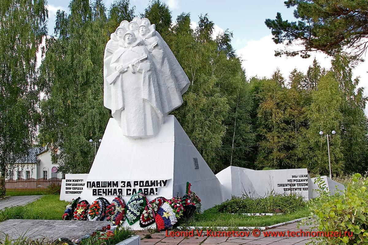 Братская могила Подольских курсантов в Кудиново