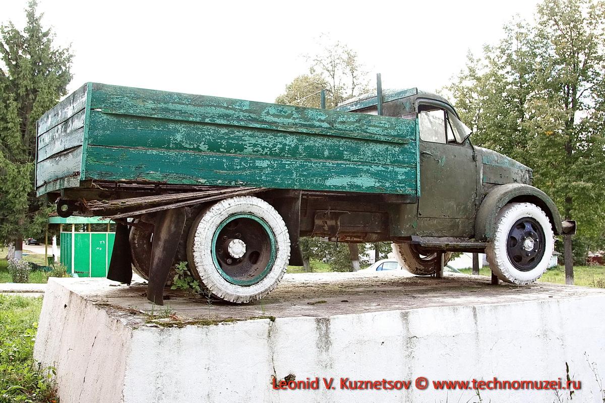 Памятник ГАЗ-51 в Кудиново
