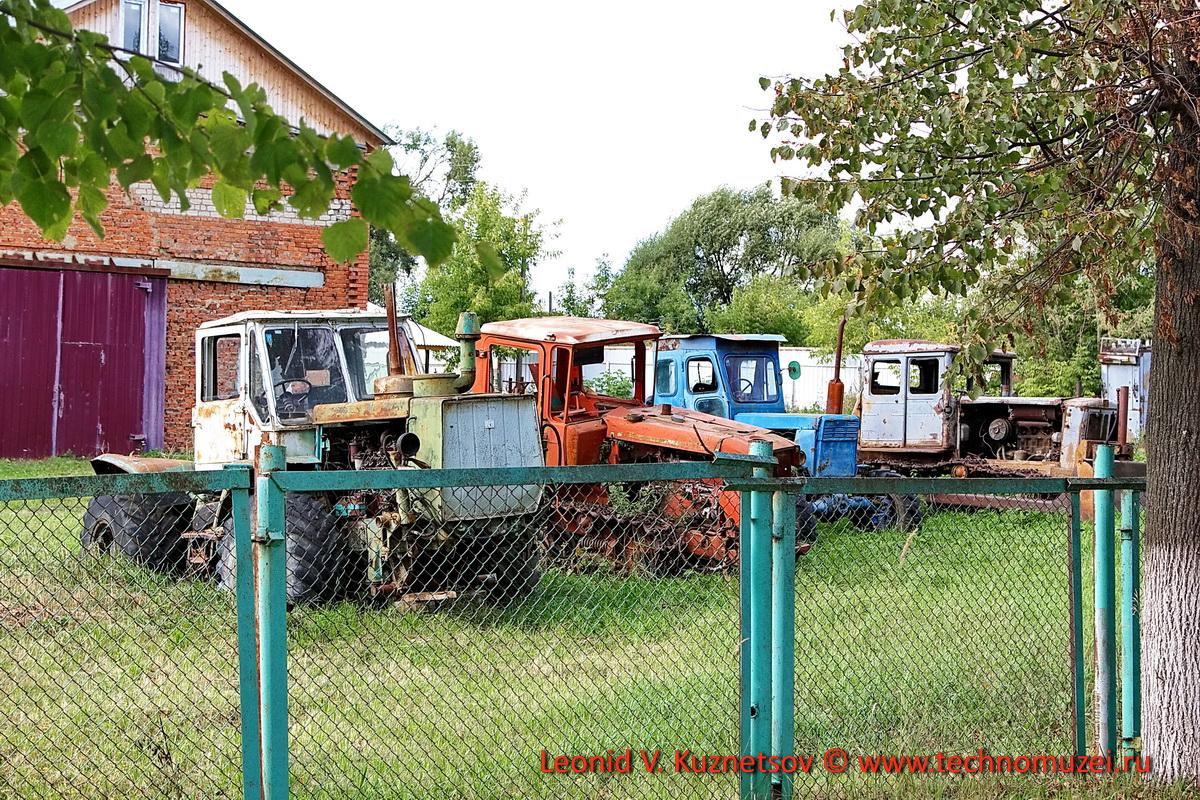 Брошенные тракторы ГАЗ-51 в Кудиново