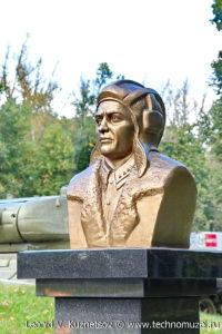 Памятник И.Т.Любушкину на мемориале танкистам на трассе М2 у города Орел