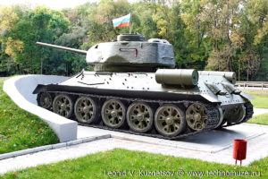 Мемориал Т-34-85 на трассе М2 у города Орел