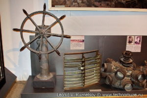 Линза с маяка Тахкума, фрагмент двигателя самолета капитана Маслова, затвор орудия батареи острова Саремаа Музей Вооруженных Сил в Москве