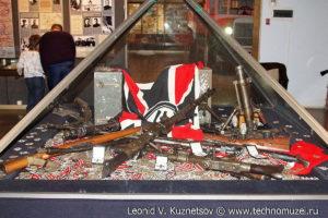 Захваченное у немецких диверсантов оружие и радиостанции Музей Вооруженных Сил в Москве