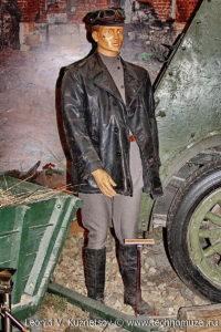Красноармеец в форме автобронетанковых частей РККА Музей Вооруженных Сил в Москве
