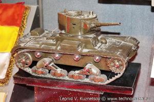 Модель танка Т-26, подарок от испанских танкистов Музей Вооруженных Сил в Москве