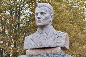 Памятник генералу Горбатову в Орле