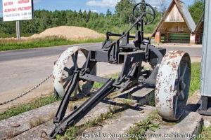 Памятник мелиораторам плуг ПКБ-75 в Угличе