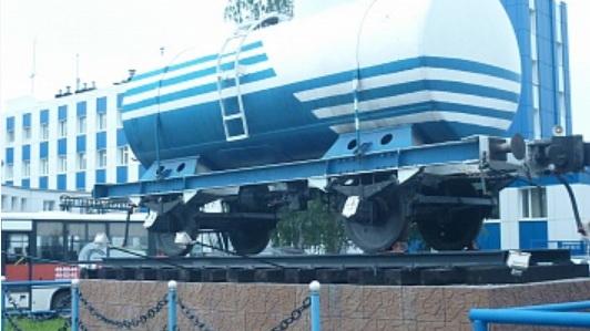 Памятник двухосной цистерне у вагоноремонтного депо в Ярославле