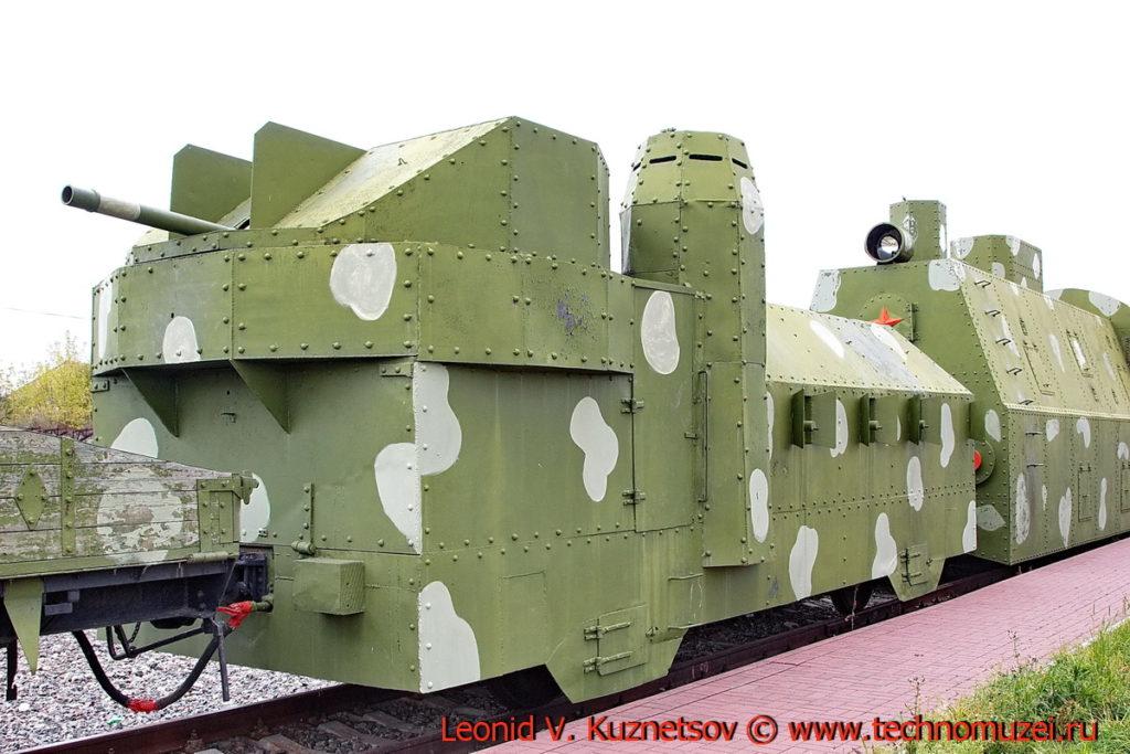 Передняя бронеплощадка бронепоезда на станции Чернь