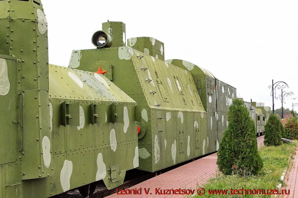 Паровоз Эр 785-05 бронепоезда на станции Чернь