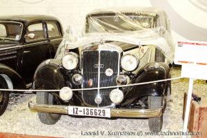 Двухдверный кабриолет Horch 830Bk в музее Московский транспорт