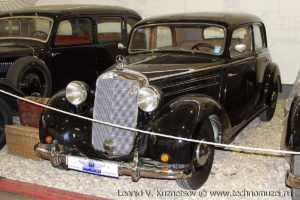 Седан Mercedes-Benz 170S в музее Московский транспорт
