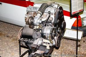 Двигатель АЗЛК-21413 в музее Московский транспорт