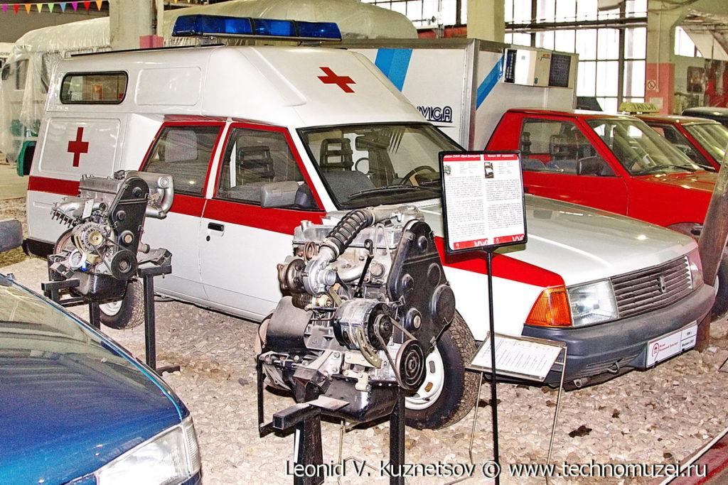 Двигатель АЗЛК в музее Московский транспорт