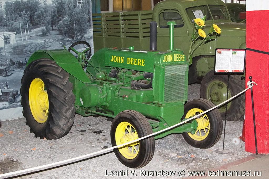 Трактор John Deere Model A в музее Московский транспорт