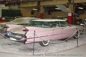 Седан Cadillac Sedan DeVille 1959 года в музее Московский транспорт