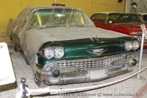 Седан Cadillac Series 62 1958 года в музее Московский транспорт