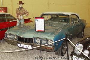 Кабриолет Oldsmobile Cutlass 1968 года в музее Московский транспорт