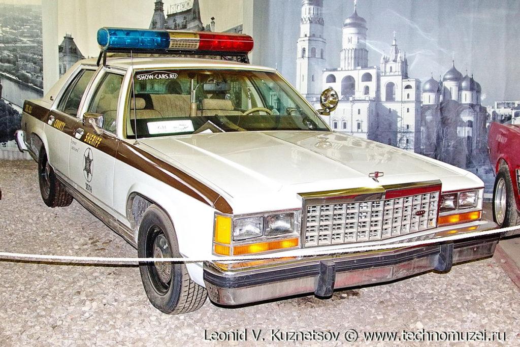 Полицейский Ford LTD Crown Victoria 1983 года в музее Московский транспорт