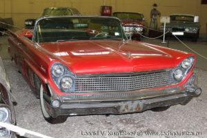 Кабриолет Lincoln Continental 1959 года в музее Московский транспорт