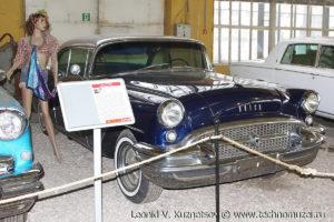 Хардтоп Buick Special Riviera 1955 года в музее Московский транспорт