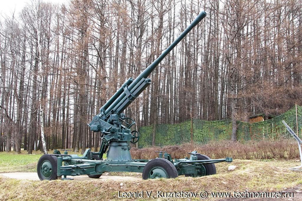Зенитная пушка 52-К в окопе в Музее на Поклонной горе
