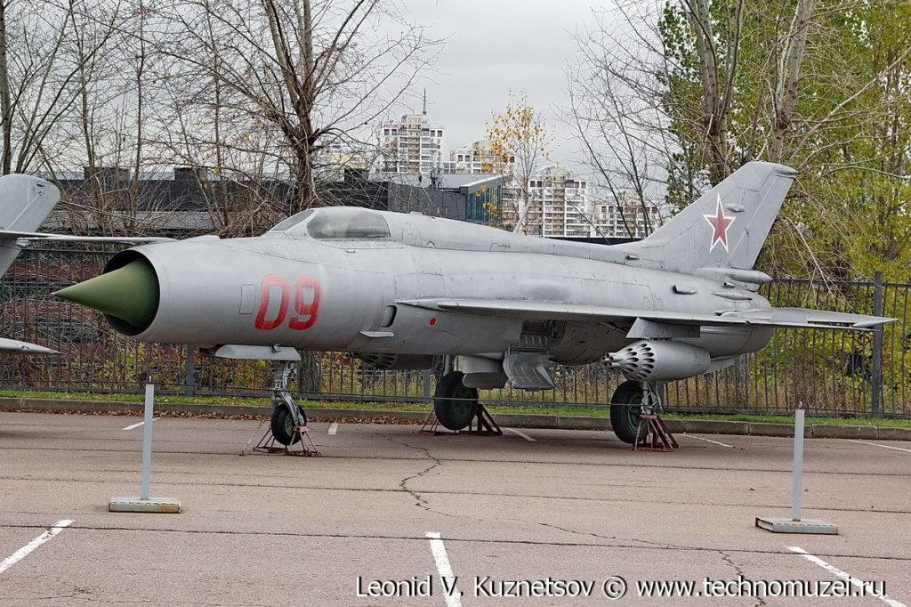 Истребитель МиГ-21ПФС в Музее на Поклонной горе